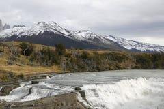 Cascata di Rio Paine del di Cascada nel parco nazionale di Torres del Paine, Patagonia, Cile Fotografia Stock