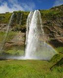 Cascata di Seljalandsfoss nel fiume Seljalands i 60 metri una cascata da 197 ft, accanto all'itinerario 1 in Islanda del sud ? fotografia stock libera da diritti