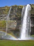 Cascata di Skogafoss con il Rainbow, Islanda Fotografia Stock