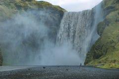 Cascata di Skogarfoss, Islanda Immagini Stock