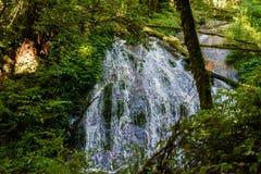 Cascata di Tharn Sadet nella traccia di Kew Mae Pan Nature Trail Trekking fotografia stock libera da diritti