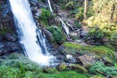 Cascata di Wachirathan al parco nazionale di Doi Inthanon, Mae Chaem District, Chiang Mai Province, Tailandia fotografie stock