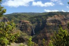 Cascata di Waipoo in canyon Immagini Stock