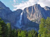 Cascata di Yosemite su Sunny Day Fotografie Stock