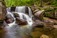 Cascata durante l'autunno vicino alla diga di Queimadela Fotografia Stock