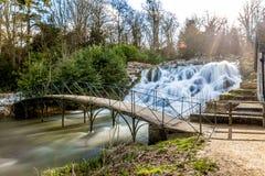 Cascata e cachoeiras grandes do palácio de Blenheim em Oxfordshire, fotos de stock royalty free