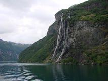 Cascata e fiordo Fotografia Stock