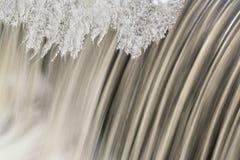 Cascata e ghiaccio di inverno Immagini Stock