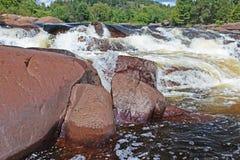 Cascata em Ontário do norte imagem de stock royalty free