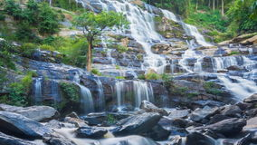 Cascata famosa della cascata di MAEYA di Chiang Mai, Tailandia archivi video
