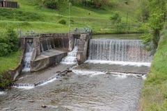 Cascata - fiume acqua - diga - energia idroelettrica Immagine Stock Libera da Diritti