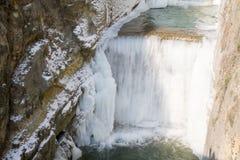 Cascata in fiume ghiacciato Fotografia Stock Libera da Diritti