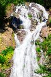 Cascata in foresta al parco nazionale della cascata di Salika in Tailandia Fotografie Stock