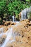 Cascata in foresta pluviale profonda Immagini Stock