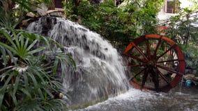Cascata in giardino Immagini Stock