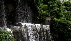 Cascata in grande montagna fumosa Fotografie Stock