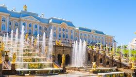 Cascata grande no palácio de Perterhof, St Petersburg imagem de stock royalty free
