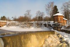 Cascata in inverno immagini stock