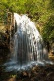 Cascata Jur-Jur - il più ricco in Crimea Immagini Stock