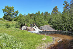 Cascata Koirinoja superiore sul fiume di Koirinjoki, Carelia Fotografia Stock