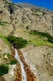 Cascata lunga e alta del Glacier National Park Immagine Stock