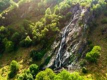 Cascata maestosa della cascata di Powerscourt, il più alta cascata dell'acqua in Irlanda Immagine Stock Libera da Diritti