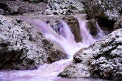 Cascata magica delle montagne Immagini Stock Libere da Diritti