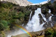 Cascata in montagne Immagini Stock Libere da Diritti