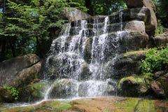 Cascata nel parco dendrological nazionale Fotografia Stock Libera da Diritti