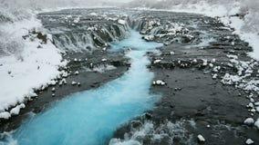 Cascata nell'inverno, Reykjavik, Islanda di Bruarfoss stock footage