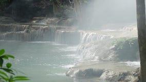 Cascata nell'ovest delle cascate della Tailandia Arawan video d archivio