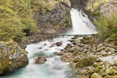 Cascata nella foresta, alpi italiane Fotografie Stock
