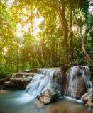 Cascata nella giungla della foresta Cascata Phrae, Tailandia di Hauy Rong Fotografia Stock