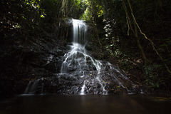 Cascata nella giungla di Sumatra Fotografie Stock