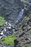 Cascata nella maggior gamma di Caucaso, parco nazionale di Shahdag, Azerbaigian Fotografie Stock