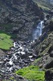 Cascata nella maggior gamma di Caucaso, parco nazionale di Shahdag, Azerbaigian Immagini Stock