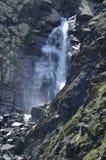 Cascata nella maggior gamma di Caucaso, parco nazionale di Shahdag, Azerbaigian Fotografia Stock Libera da Diritti