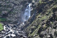 Cascata nella maggior gamma di Caucaso, parco nazionale di Shahdag, Azerbaigian Immagine Stock Libera da Diritti