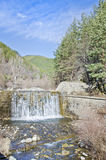 Cascata nella montagna Fotografie Stock