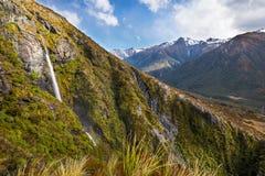 Cascata nella pista del bacino del tempio, il passaggio di Arthur, Nuova Zelanda Immagini Stock