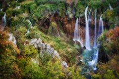 Cascata nella sosta nazionale dei laghi Plitvice nel Croatia fotografia stock