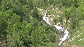 Cascata nelle alpi francesi, d'Ornon del passo, Francia archivi video