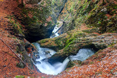Cascata nelle montagne, canyon di Galbena Immagini Stock Libere da Diritti