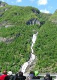 Cascata nelle montagne della Norvegia fotografie stock libere da diritti