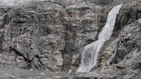 Cascata nelle montagne di Georgia stock footage