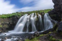 Cascata non specificata dalla strada 47 sull'Islanda fotografie stock
