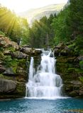 Cascata in Ordesa ed in Monte Perdido National Park Montagna di Pirenei immagini stock