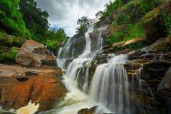 Cascata in parco nazionale tailandese. Fotografie Stock