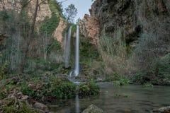 Cascata piacevole nella foresta fotografie stock