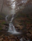 Cascata pittoresca di autunno Immagine Stock Libera da Diritti